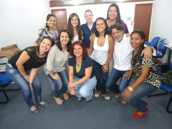 Foto: 1º Turma do Curso de Tanatologia e o Professor Aroldo Escudeiro.